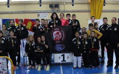 19 medallas y primer puesto por equipos en el Campeonato Regional de Promoción de Combate