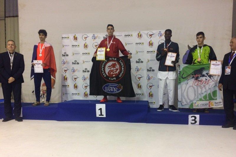 Dani oro, Blanca y David plata y Laura Bronce, además de terceros por equipos en categoria junior en el europeo